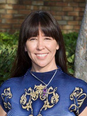 Dr Lorena Lavarne